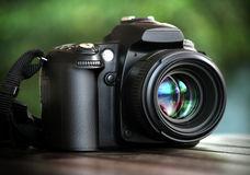 dslr-camera-13618571