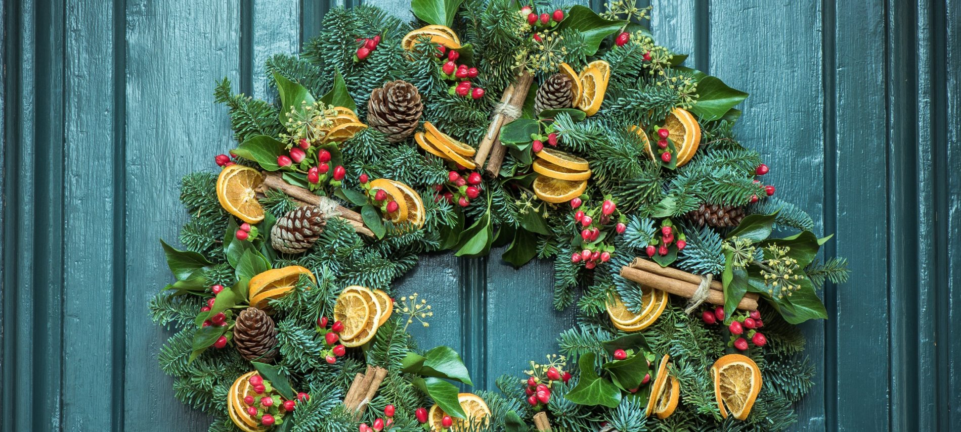 Colonial-Inspired Natural Holiday Decorations